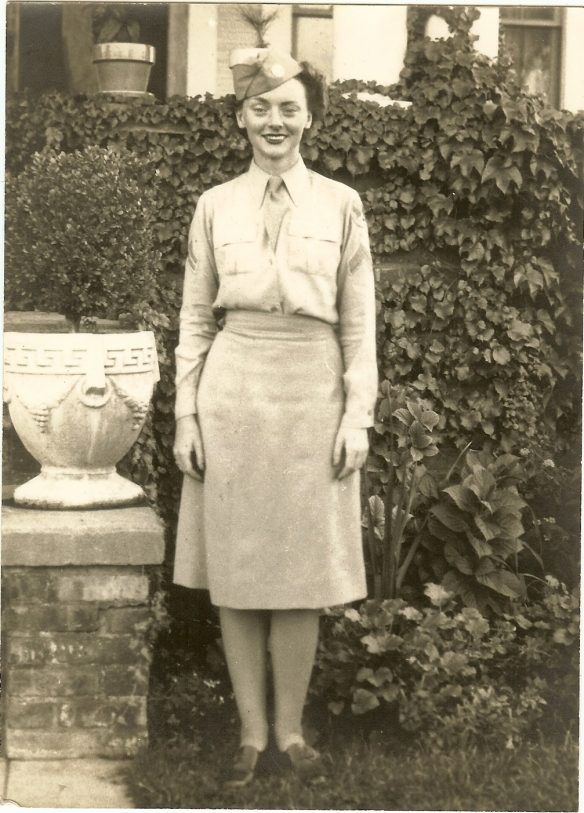 Mom was a 2nd Lieutenant in the WACs during WW2.